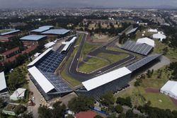 Arbeiten am Autodromo Hermanos Rodríguez in Mexiko
