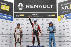 Podio: il vincitore della gara Sacha Fenestraz, Tech 1 Racing; il secondo classificato Lando Norris,