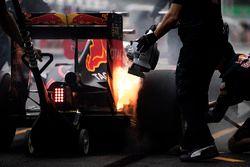 Feuer: Max Verstappen, Red Bull Racing RB12