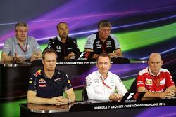 Persconferentie: Pat Fry, Manor Racing Engineering Consultant; Matt Morris, McLaren Engineering Dire