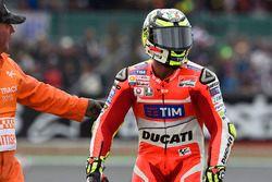 Andrea Iannone, Ducati Team, después de su choque