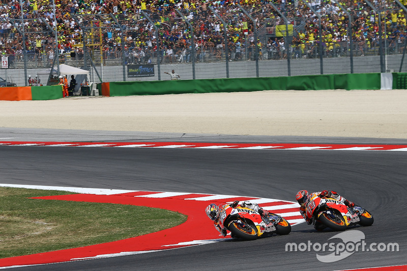 Dani Pedrosa protagonizó una gran remontada en Misano 2016 y en la vuelta 14 cazó a Marc Márquez y le pasó