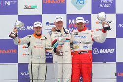 Podio TCS, Gara 2: il secondo classificato Giacon Kevin, Tecnodom, il vincitore Renato Gaiofatto, 2T Course & Reglage, il terzo classificato Silvano Bolzoni, Tecnodom