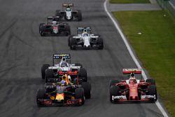 Max Verstappen, Red Bull Racing RB12 y Kimi Raikkonen, Ferrari SF16-H