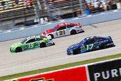 Carl Edwards, Joe Gibbs Racing Toyota, Ryan Blaney, Wood Brothers Racing Ford, Ricky Stenhouse Jr.,