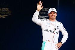 Nico Rosberg, Mercedes AMG F1, feiert die Pole-Position im Parc Fermé