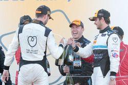 GTD-Podium: 1. Mario Farnbacher, Alex Riberas, Team Seattle/Alex Job Racing; 2. James Davison, Brand