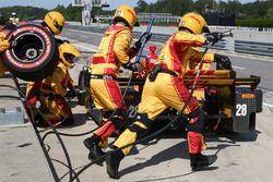 Ryan Hunter-Reay, Andretti Autosport Honda acción en pits