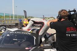 Les vainqueurs de la course Laurens Vanthoor, Frederic Vervisch, Audi R8 LMS, Belgian Audi Club Team WRT