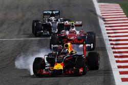 Daniel Ricciardo, Red Bull Racing RB12 bloque ses roues au freinage