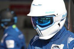 Mechanic #25 Algarve Pro Racing Ligier JSP2 Nissan