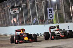 Max Verstappen, Red Bull Racing RB12 Y Esteban Gutiérrez, Haas F1 Team VF-16