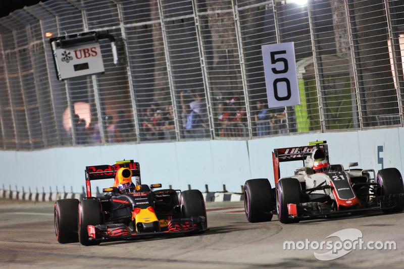 Max Verstappen, Red Bull Racing RB12 and Esteban Gutierrez, Haas F1 Team VF-16