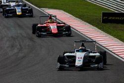 Matthew Parry, Koiranen GP devant Jake Dennis, Arden International