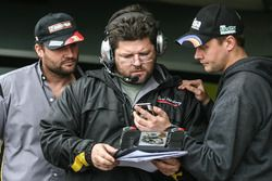 Martinez Competicion Ford engineers