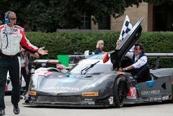 Yarış galipleri #10 Wayne Taylor Racing Corvette DP: Ricky Taylor, Jordan Taylor ve babaları Wayne T