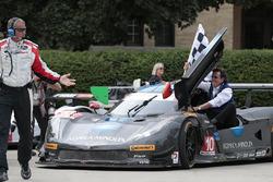 Ganadores #10 Wayne Taylor Racing Corvette DP: Ricky Taylor, Jordan Taylor con su padre Wayne Taylor