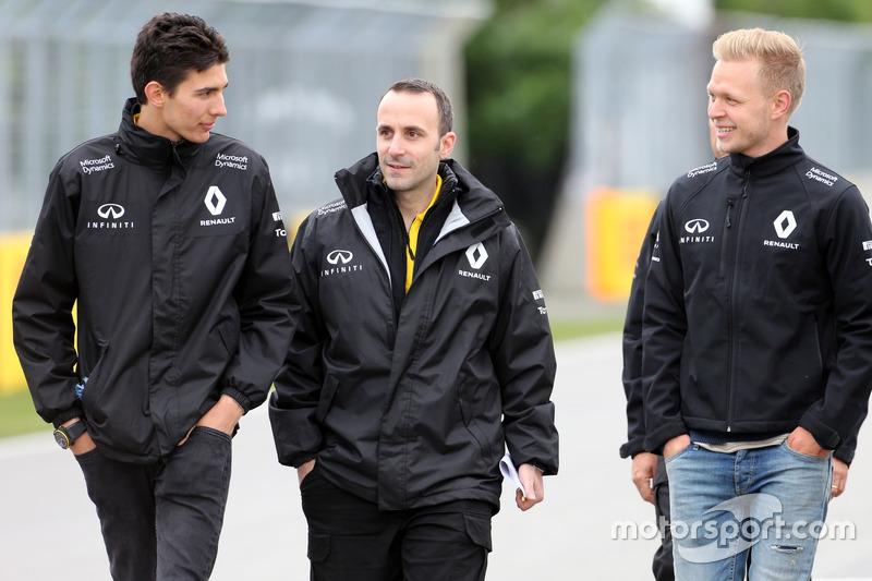Trackwalk: Esteban Ocon, Testfahrer, Renault Sport F1 Team; Kevin Magnussen, Renault Sport F1 Team