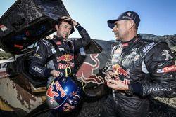 #104 Peugeot: Cyril Despres, et #100 Peugeot: Stéphane Peterhansel
