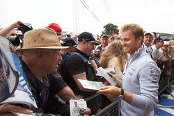 Nico Rosberg, Mercedes AMG F1 com fans