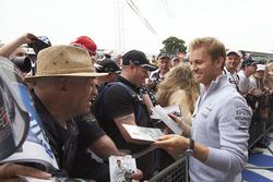 Nico Rosberg, Mercedes AMG F1 avec des fans