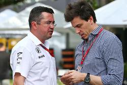 Eric Boullier, McLaren Rendirektor mit Toto Wolff, Mercedes AMG F1 Sportchef