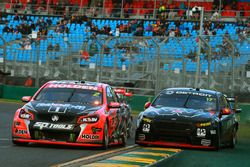 Garth Tander, Holden Racing Team y Scott Pye, Team Penske Ford