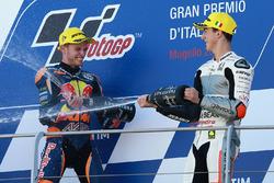 Podium : le vainqueur Brad Binder, Red Bull KTM Ajo, et le troisième Francesco Bagnaia, Aspar Team Mahindra Moto3