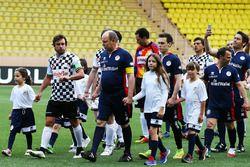 HSH Monaco Prensi Albert ve Fernando Alonso, McLaren, hayır kurumlarına destek için yapılan futbol m