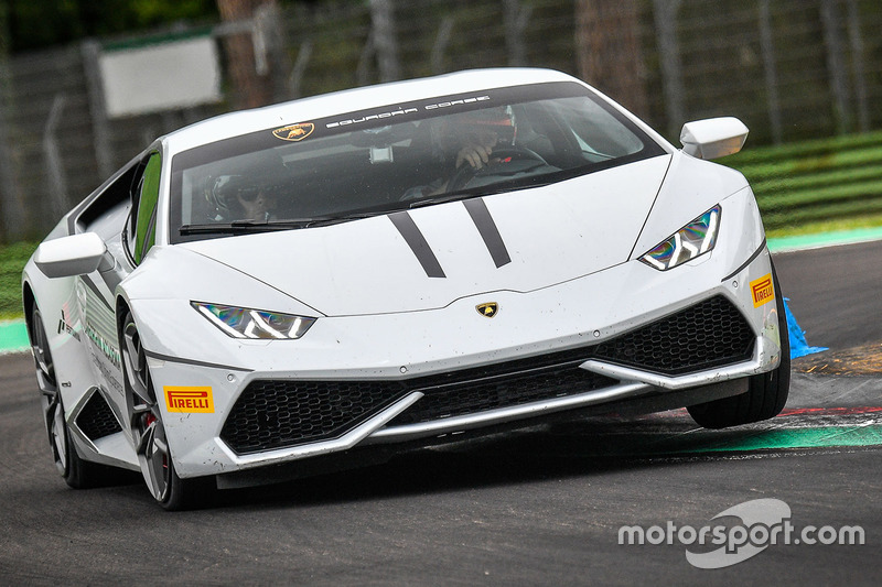 Andrea Dovizioso, Casey Stoner, Ducati Team dans une Lamborghini