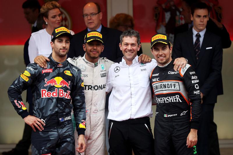 Podio: Lewis Hamilton, Mercedes AMG F1 que se celebra en el podio con Daniel Ricciardo, Red Bull Racing y Sergio Pérez, Force India