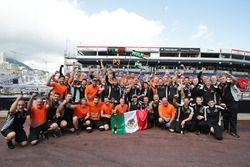 Sergio Perez, Sahara Force India F1 takım ile birlikte üçüncülüğünü ve Nico Hulkenberg, Sahara Force