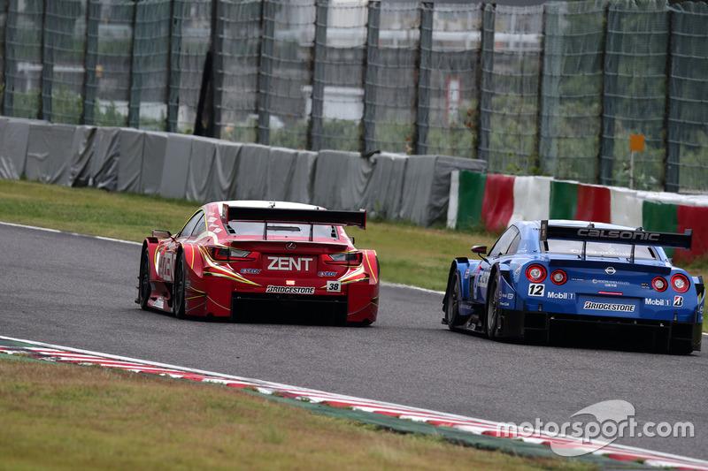 #38 Team Zent Cerumo Lexus RC F: Yuji Tachikawa, Hiroaki Ishiura ve #12 Team Impul Nissan GT-R Nismo