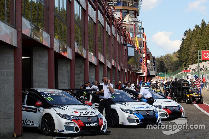 Gianni Morbidelli, West Coast Racing, Honda Civic TCR; Aku Pellinen, West Coast Racing, Honda Civic