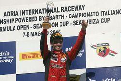 Race 2 podium: winnaar Raul Guzman Marchina, DR Formula