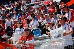 Fans von Nissan auf der Tribüne