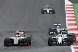 Esteban Gutierrez, Haas F1 Team VF-16 dan Felipe Massa, Williams FW38 battle for position