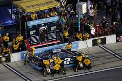 Brad Keselowski, Team Penske Ford, pit action