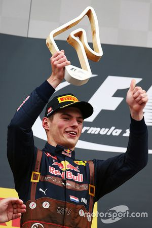 Max Verstappen, Red Bull Racing merayakan second position di podium
