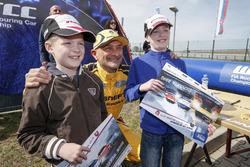 Gabriele Tarquini, LADA Sport Rosneft with little fans
