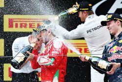 Podium: winner Nico Rosberg, Mercedes AMG F1 Team, second place Sebastian Vettel, Ferrari, third pla