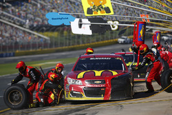 Jamie McMurray, Chip Ganassi Racing Chevrolet, pit stop