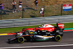 Nico Hulkenberg, Sahara Force India F1 VJM09 and Kimi Raikkonen, Ferrari SF16-H