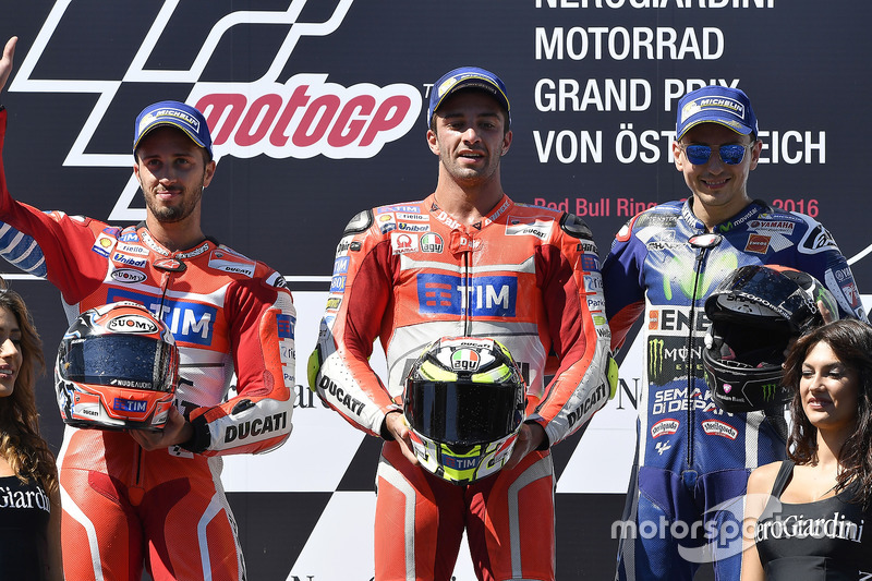 Podium: segundo, Andrea Dovizioso, Ducati Team, ganador, Andrea Iannone, Ducati Team, tercero, Jorge Lorenzo, Yamaha Factory Racing