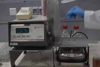 Apparecchiatura per l'analisi dei campioni