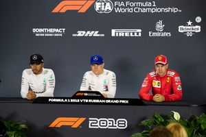 Lewis Hamilton, Mercedes AMG F1, Valtteri Bottas, Mercedes AMG F1 en Sebastian Vettel, Ferrari in de persconferentie