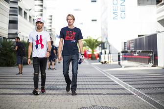 Pierre Gasly, Scuderia Toro Rosso et Nico Hulkenberg, Renault Sport F1 Team