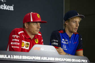 Kimi Raikkonen, Ferrari et Brendon Hartley, Scuderia Toro Rosso lors de la conférence de presse