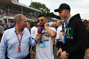 Martin Brundle, Sky TV talks with Sergio Aguero, Footballer, on the grid