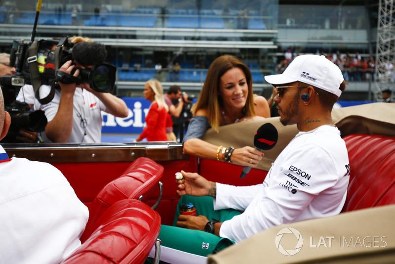 """Lewis Hamilton: """"Acho que todos nós largamos de forma semelhante e eu comecei, fui para a curva 1 e fiquei surpreso que Seb foi para a esquerda. Chegamos à curva 1 e houve um pequeno toque entre todos nós e na curva 4, novamente, um pouco surpreso, Seb escolheu a parte interna e não foi para o lado de fora de Kimi."""""""